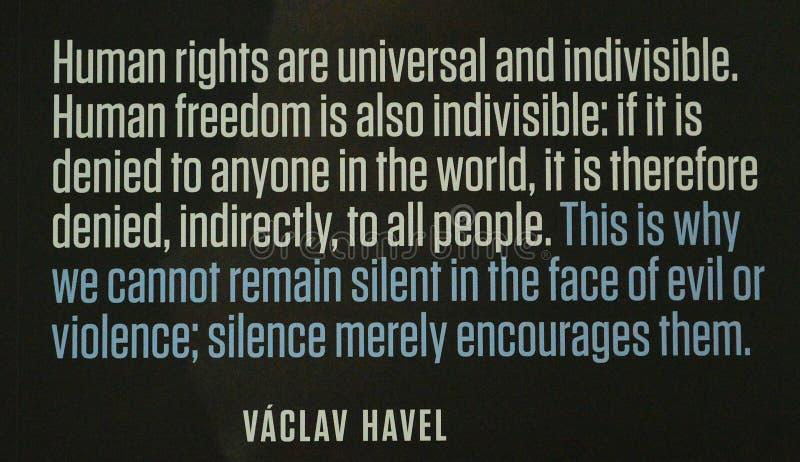 Communistische artefacten - het citaat van VÃ ¡ clav Havel - Museum Praag royalty-vrije stock afbeeldingen