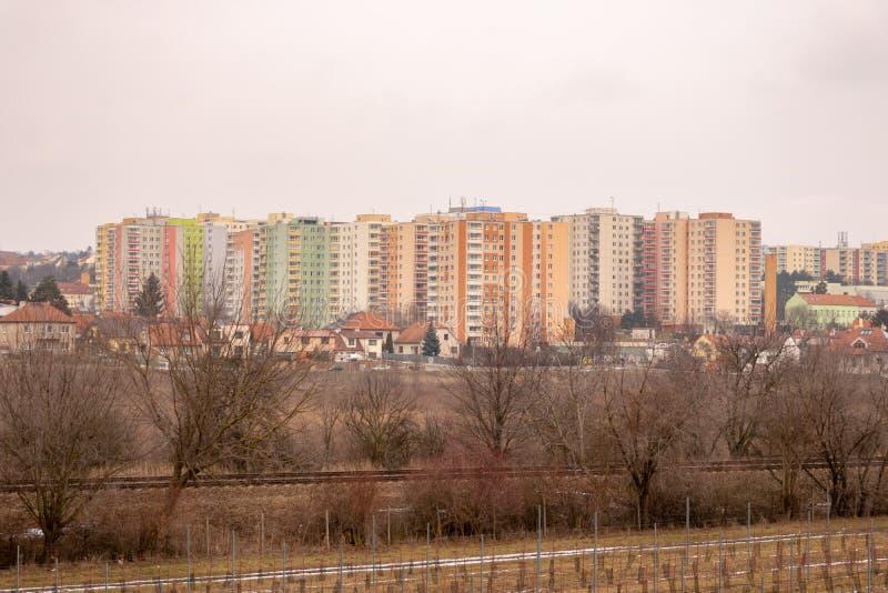 Communistische socialistische architectuur Architecturaal detail en patroon van sociale woon van flats Portret van socialistisch- stock foto
