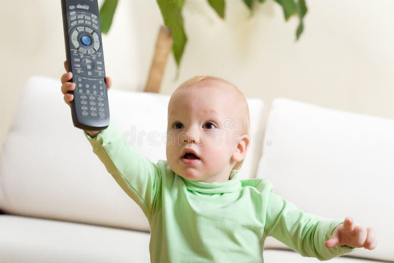 Commutateur de père à une TV, s'il vous plaît ! photo libre de droits