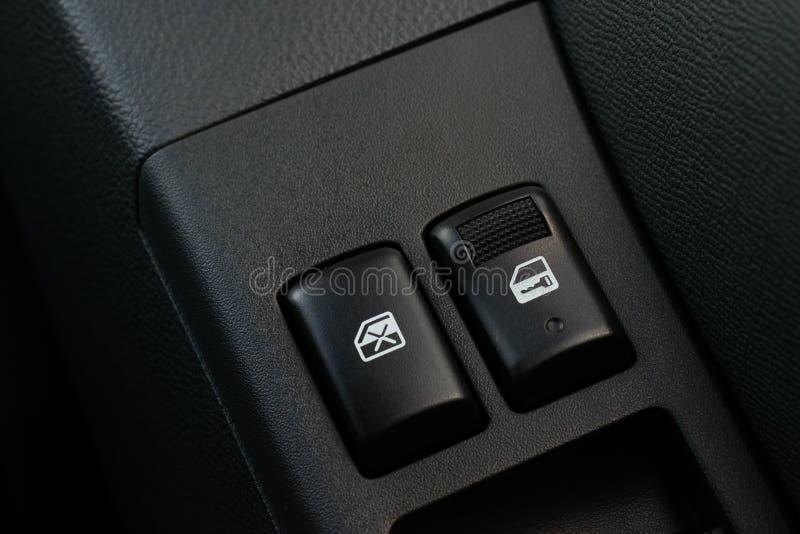 Commutateur de serrure de portière de voiture image stock
