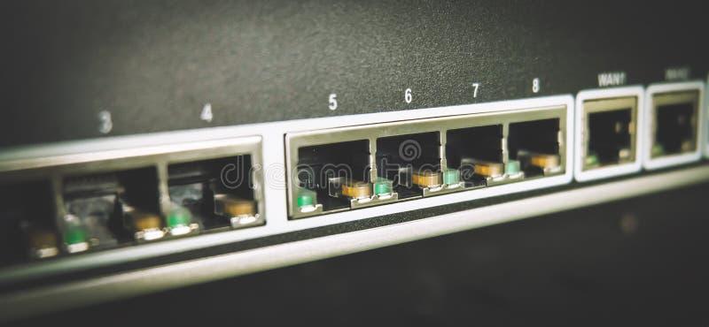 Commutatore blu di Cablings fotografia stock libera da diritti