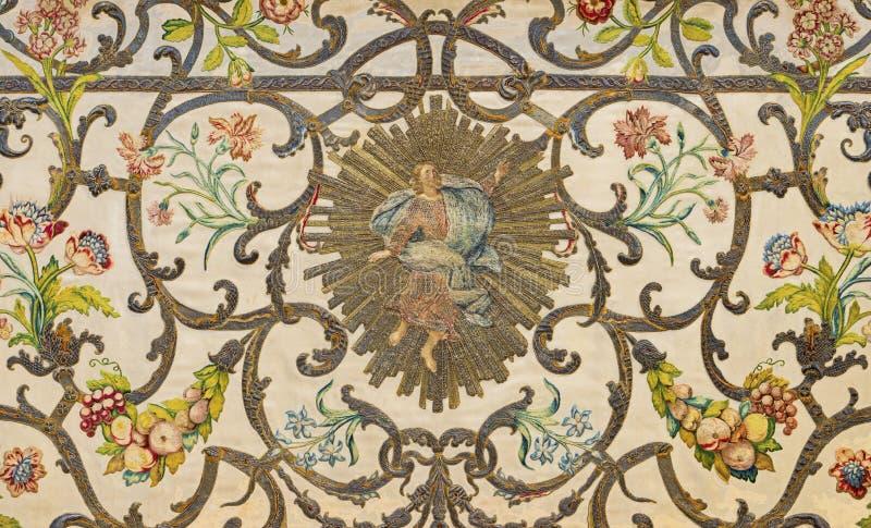 COMO, ΙΤΑΛΙΑ: Η λεπτομέρεια της ταπισερί στον κύριο βωμό μένσα με τον Αναγεννημένο Χριστό στην εκκλησία Santuario del Santissimo στοκ εικόνα με δικαίωμα ελεύθερης χρήσης