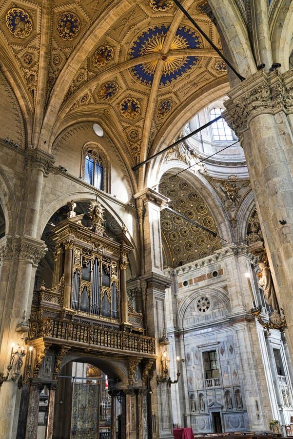Como interior de la catedral de Lombardía, Italia imagenes de archivo