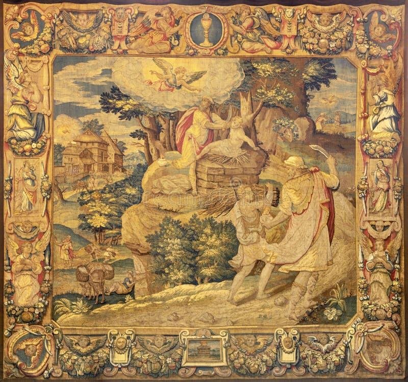 COMO, ITÁLIA - 8 DE MAIO DE 2015: A tapeçaria que Sacrifício de Isaac na Catedral Duomo di Conmo de 16 centavo foto de stock royalty free