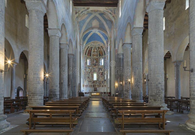 COMO, ITALIË - MEI 9, 2015: De kerk Basilica Di San Abbondio met de middeleeuwse fresko's door onbekende kunstenaar stock afbeelding