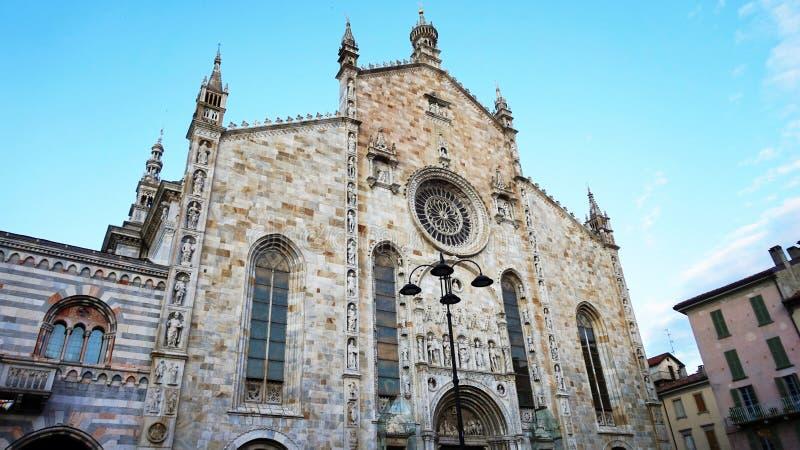 COMO, ITALIA - 12 DE SEPTIEMBRE DE 2017: vista de la catedral de Como, di Santa Maria Assunta, Como, Italia del cattedrale imágenes de archivo libres de regalías