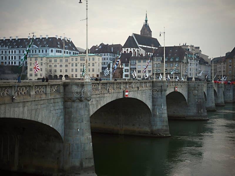 Como usted da un paseo a través de la ciudad vieja de Basilea, una el del más intacta y hermosa de Europa, foto de archivo libre de regalías