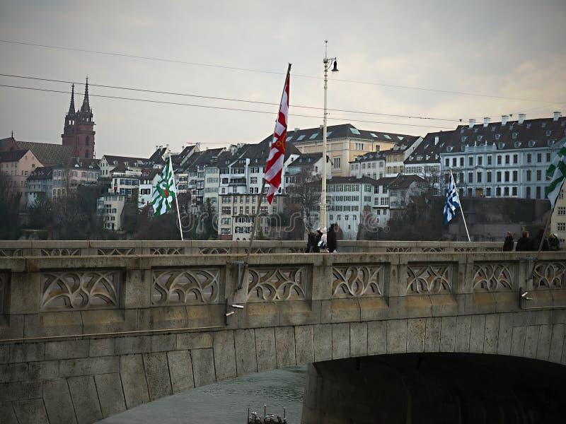 Como usted da un paseo a través de la ciudad vieja de Basilea, una el del más intacta y hermosa de Europa fotos de archivo libres de regalías