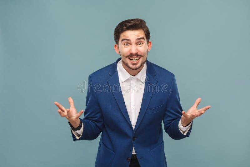 Como você fez isto? Retrato do gerente forçado no trabalho fotos de stock