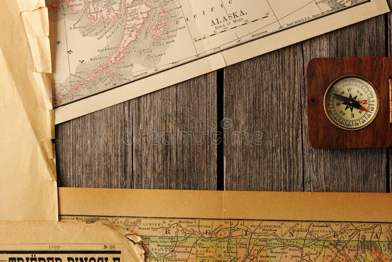 Compás antiguo sobre mapa viejo fotos de archivo libres de regalías