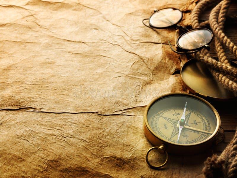 Compás, cuerda y vidrios foto de archivo libre de regalías