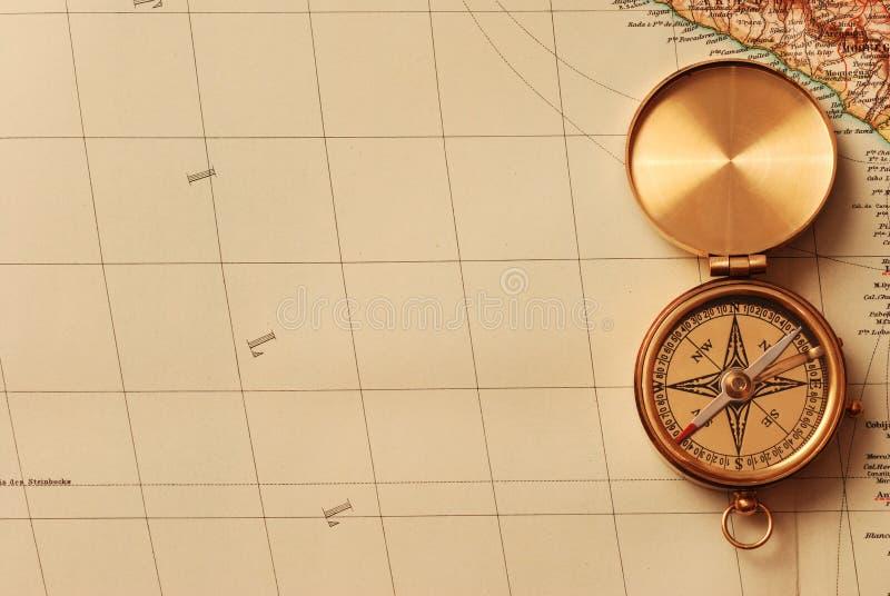 Compás de cobre amarillo antiguo foto de archivo libre de regalías