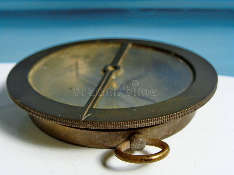 Compás de cobre amarillo de la marina de guerra del vintage Cierre para arriba fotos de archivo