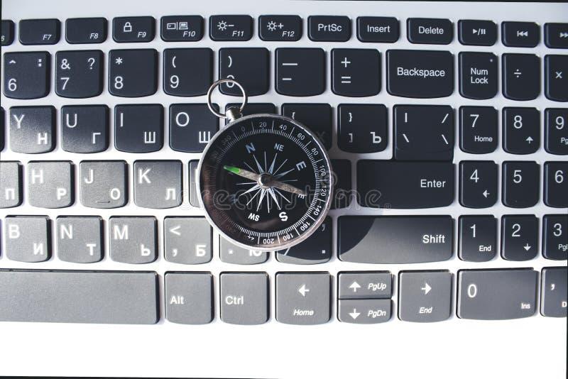 Compás en el teclado imagen de archivo libre de regalías