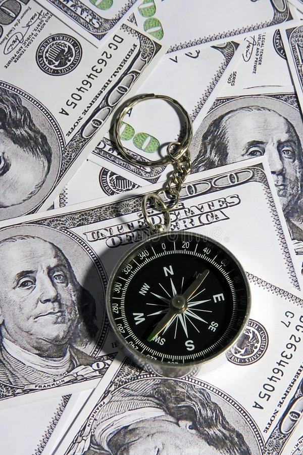 Compás sobre el dinero foto de archivo libre de regalías