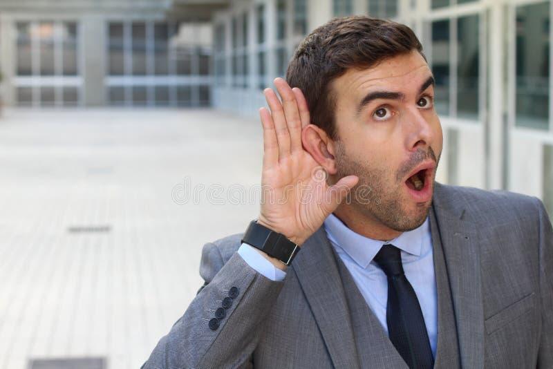 Compañero de trabajo mórbido que fascina con una rumor fotos de archivo