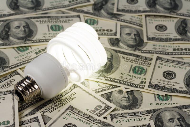 Compacte Fluorescente Lightbulb en dollar stock fotografie