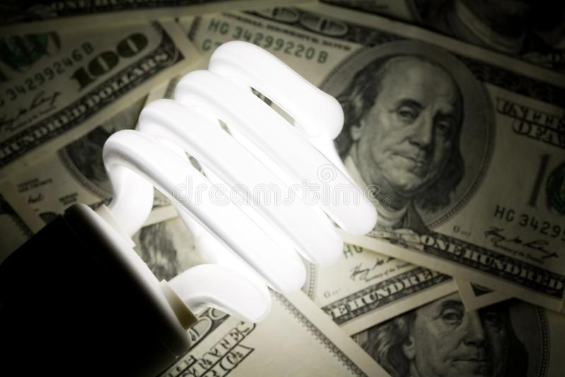 Compacte Fluorescente Lightbulb en dollar royalty-vrije stock fotografie