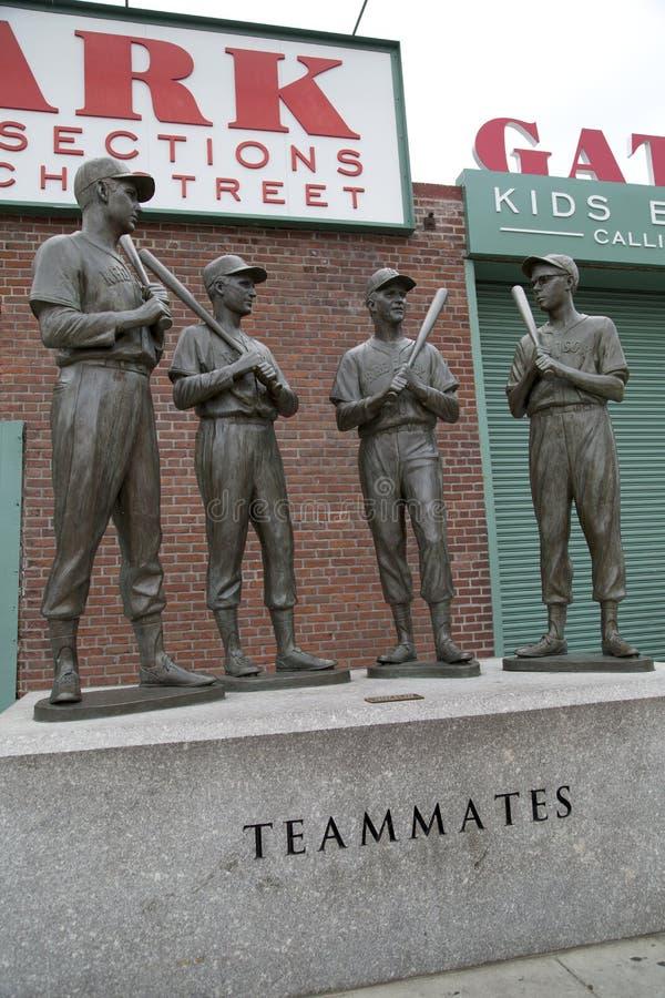 Compagni di squadra delle sculture su Fenway Park Boston Massachussets immagini stock libere da diritti