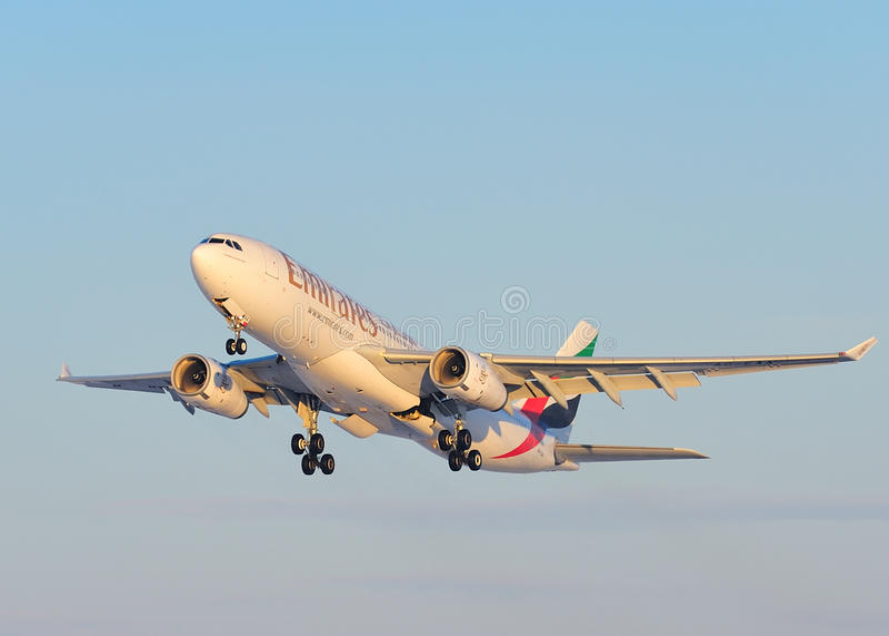 Compagnies aériennes Airbus A330 d'Emirats photos stock