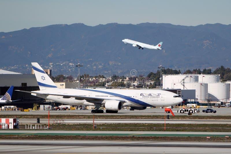 Compagnies aériennes Boeing 777-258 (ER) d'El Al Israël image libre de droits