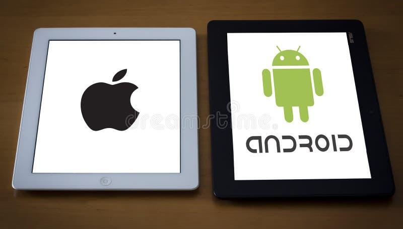 Comparación de Android y del IOS imagen de archivo