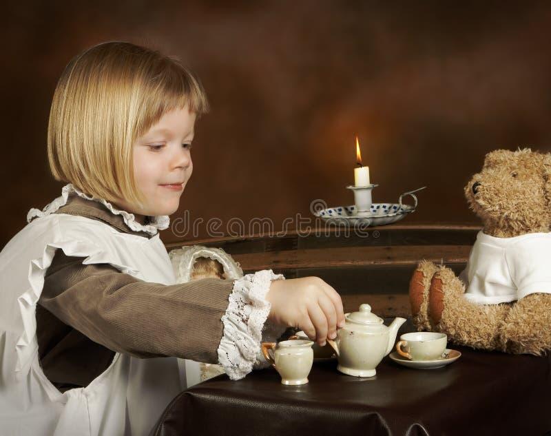 Compartilhando do chá imagens de stock royalty free
