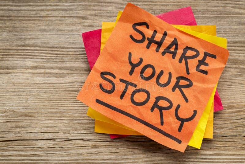Compartilhe de sua história na nota pegajosa fotos de stock royalty free