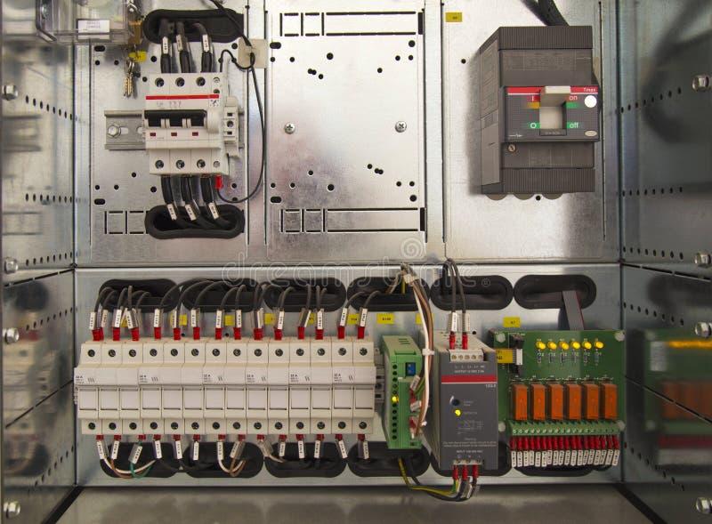 Compartimento bonde com componentes e fios imagens de stock