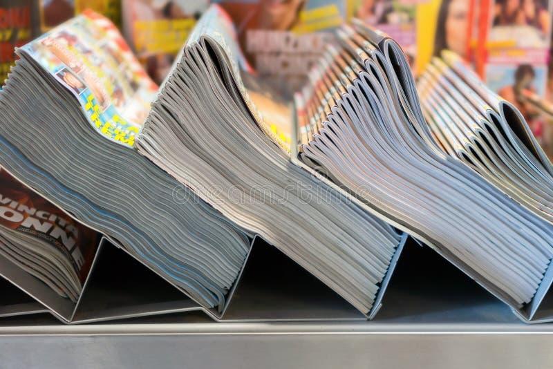 Compartimentos e jornais imagens de stock royalty free