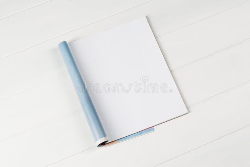 Compartimentos ou catálogo do modelo no fundo de madeira da tabela imagem de stock royalty free