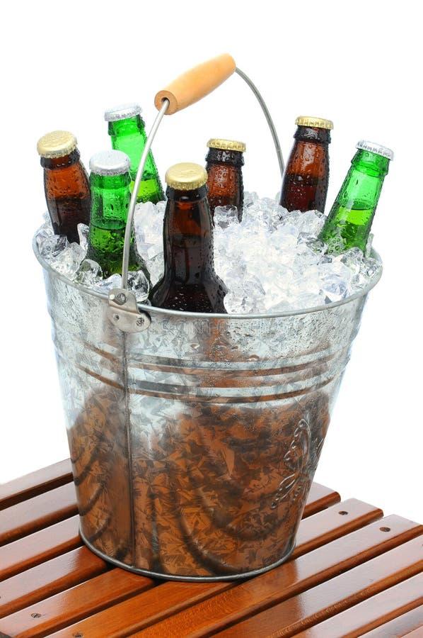 Compartimiento de la cerveza en el vector de la teca imagenes de archivo