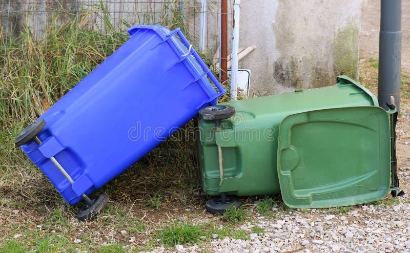 Compartimientos de basura plásticos del hogar foto de archivo