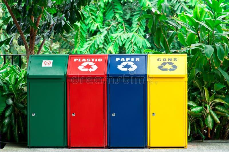 Compartimientos de reciclaje coloridos fotografía de archivo libre de regalías