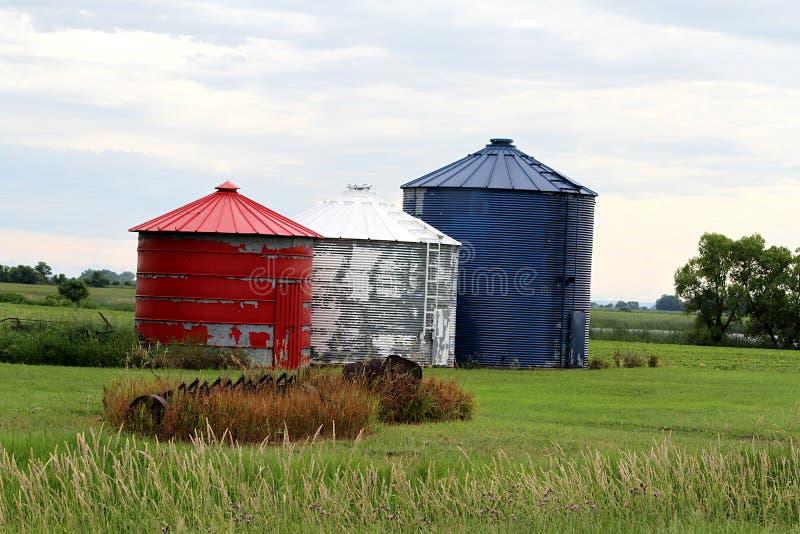 Compartimientos patrióticos rojos, blancos y azules del grano de la granja fotos de archivo libres de regalías