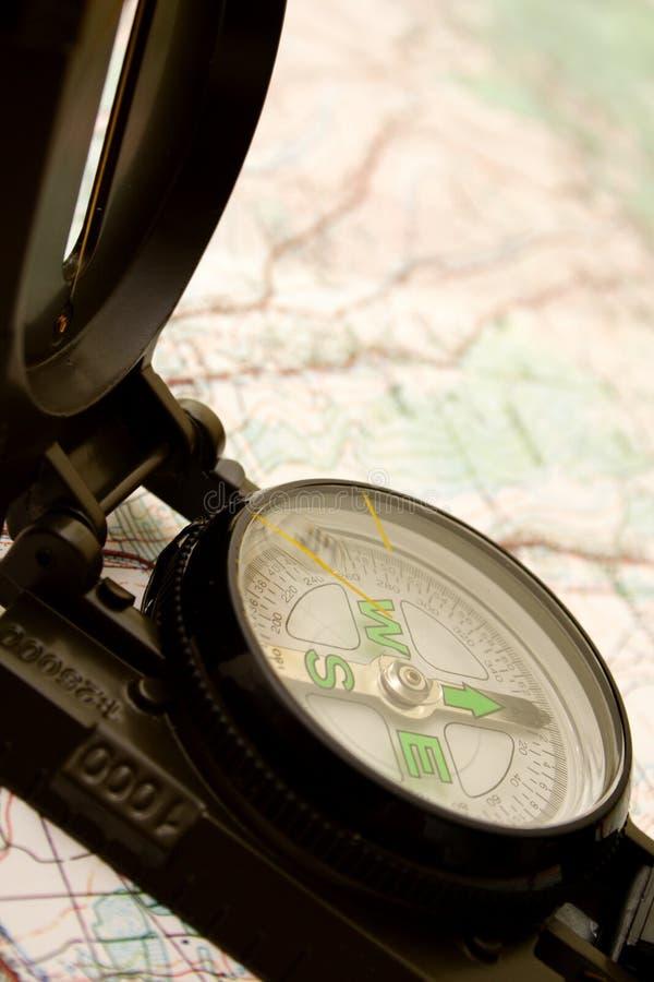 Compas et carte photographie stock libre de droits
