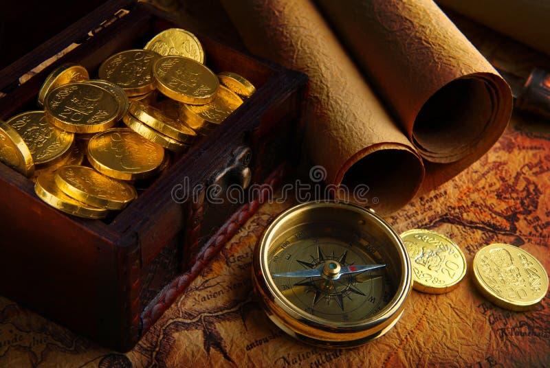 Compas et une carte image stock