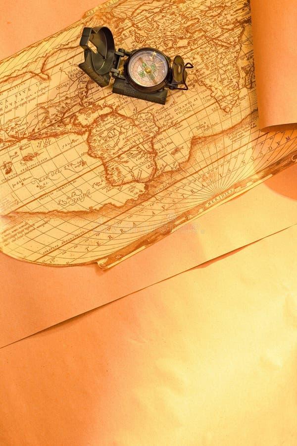 Compas sur la carte du monde photographie stock