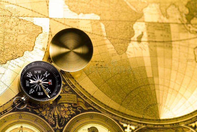 Compas sur la vieille carte image libre de droits