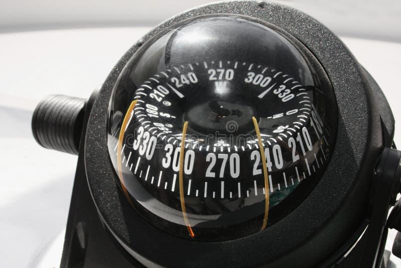 Compas sur le yacht, le bateau photographie stock libre de droits