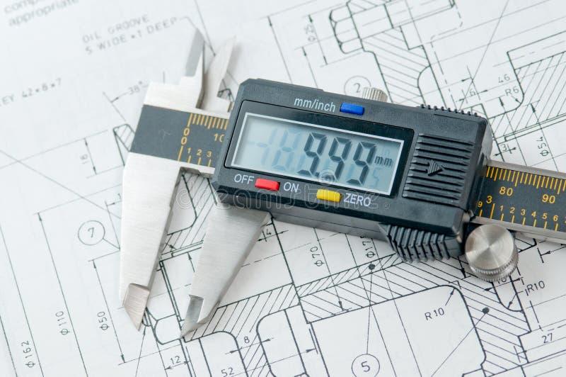 Compasso de calibre de Digitas no papel das especs. do desenho imagem de stock