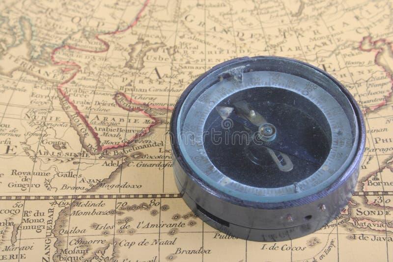 Compasso e mapa 02 imagem de stock royalty free