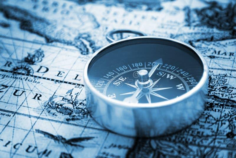 Compasso e mapa   imagem de stock