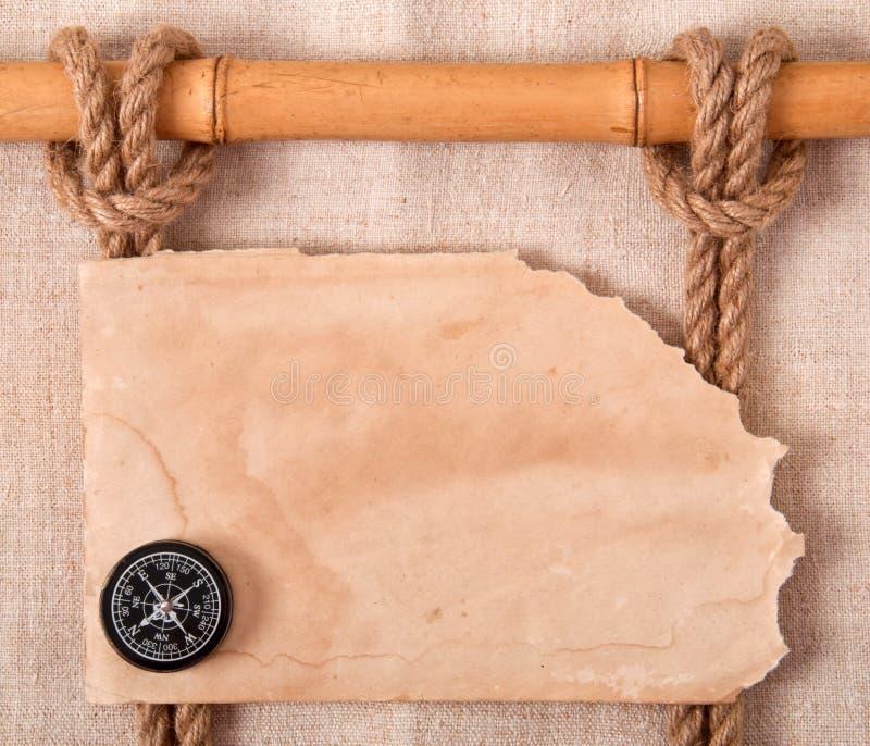 Compasso, nó e papel velho imagens de stock