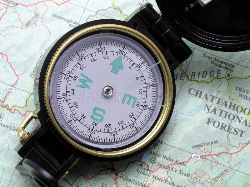 Compasso no mapa 1 do topo fotos de stock