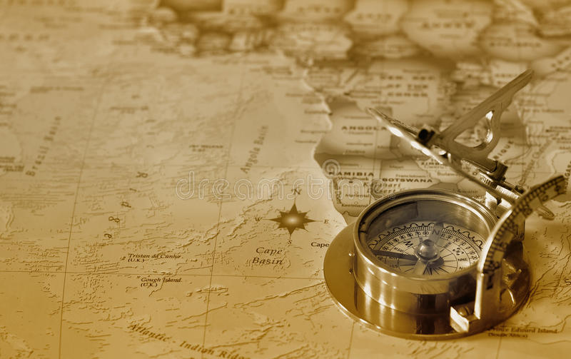 Compasso velho no mapa de e foto de stock royalty free