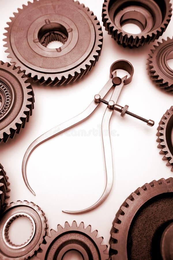 Compassos de calibre e rodas denteadas foto de stock