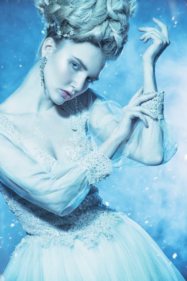 Compense pela mulher do gelo imagens de stock royalty free