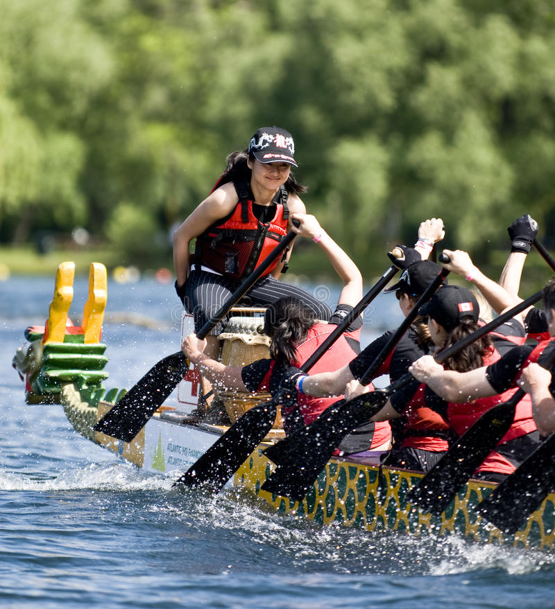 Competência de barco do dragão dos corretores de seguro de KRG imagens de stock