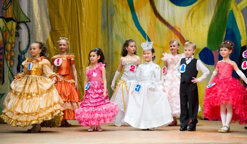 Competencia de belleza de los niños imagenes de archivo